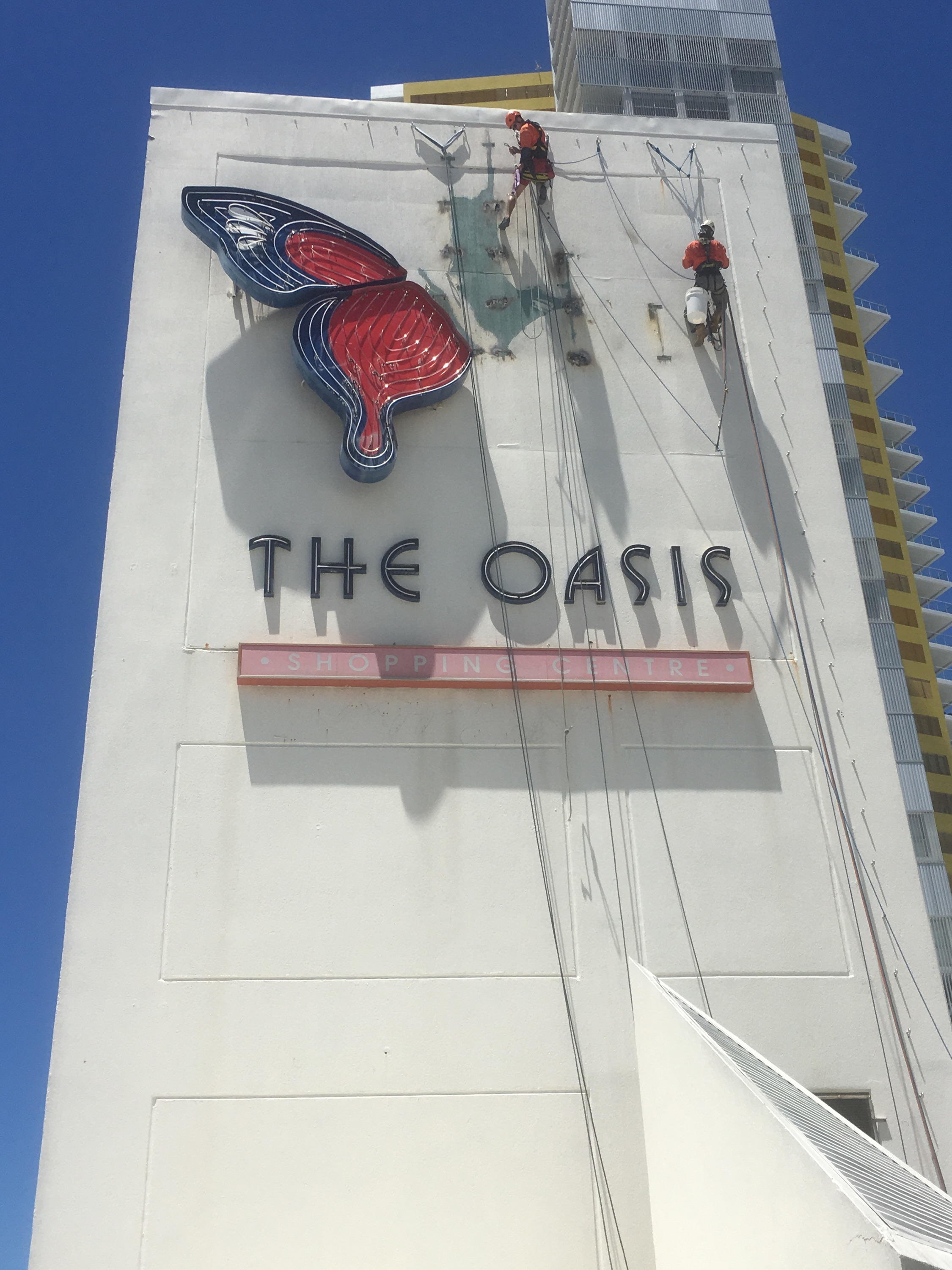 Oasis Shopping Centre - Sign Removal